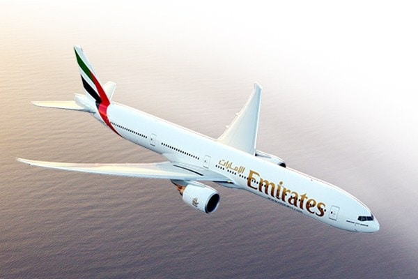 ecl/aircraft-exterior/boeing-777/emirates-boeing-777-300er-flying-above-sea-d600x400.jpg